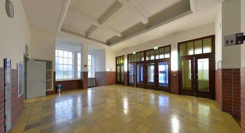 Foyer Olshausenstraße 40