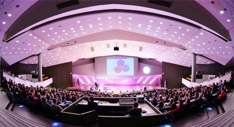 Eröffnungsvorlesung der Night of the Profs 2013 im festlich beleuchteten Frederik-Paulsen-Hörsaal. Foto: Jürgen Haacks / Uni Kieleranstaltung im Audimax